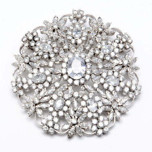I love a good brooch. Maybe I'm 90. I just think these are classic gorgeousness.