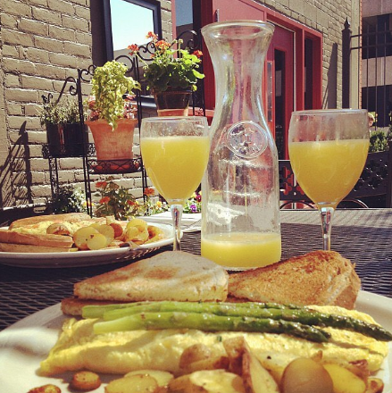 Brunch at Northern Lights. Photo credits instagram  @northern.lights.lounge