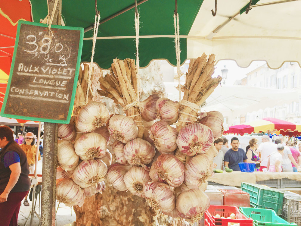 Saturday Market in Aix-en-Provence, France | #mfrancisdesigntravels