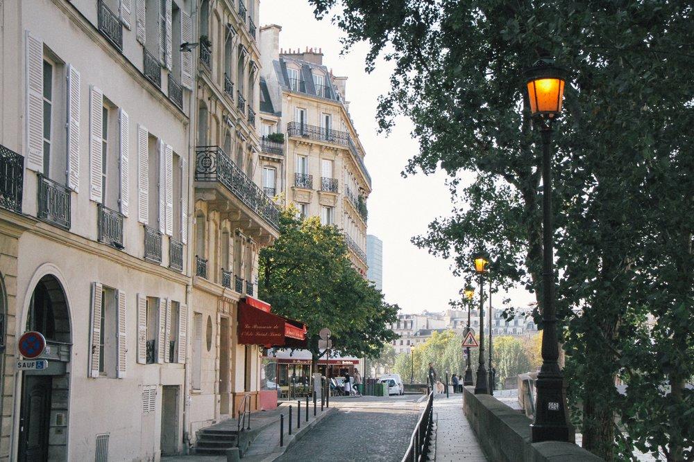 Walking-Guide-Paris-MonicaFrancisDesign