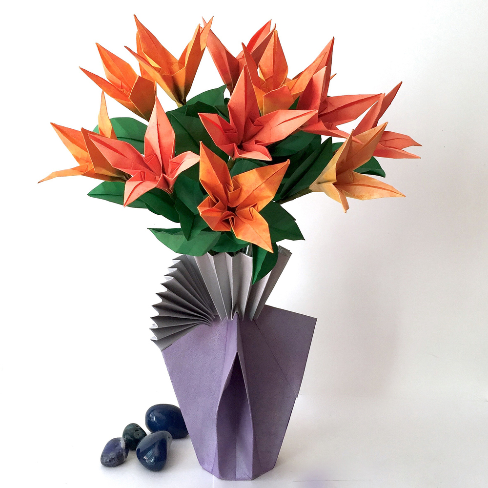 Origamipaper artist nlm origami passion my concept is to have a complete arrangement of flowers with vase i just find that more appealing than having a bunch of flowers by themselves reviewsmspy