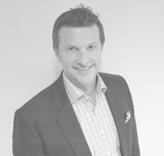 Vegard Arntsen, Daglig leder i Sponsor Insight - Vegard er daglig leder i Sponsor Insight. Grunnla selskapet i 2006 sammen med Lars Brockstedt Svendsen. Har over 15 års erfaring fra sponsor- og analysebransjen. Var med på å stifte Sponsor- og Eventforeningen i 2001 og mottok foreningens hederspris i 2017. Vegard har gjennom årene bl.a. satt fokus på opparbeide målingsmetoder for sponsing, bl.a. gjennom forskningsprosjekter i samarbeid med Handelshøyskolen BI. Var tidligere avdelingsleder for sponsing i MMI, hvor han også satt i ledergruppen.