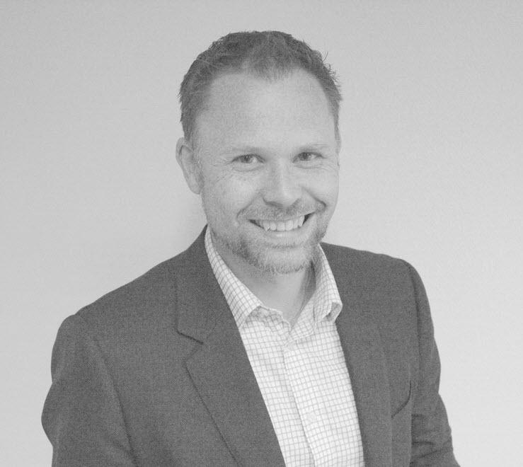 Lars Brockstedt Svendsen, Partner i Sponsor Insight - Lars er partner i Sponsor Insight og jobber som sponsorrådgiver og analytiker. Han holder gjennom året mange kurs og foredrag. Grunnla selskapet i 2006 sammen med Vegard Arntsen. Har over 15 års erfaring fra sponsor- og analysebransjen. Var med på å stifte Sponsor- og Eventforeningen i 2001 hvor han nå sitter i styret.