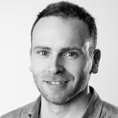 Simen Gjerstad, Konsept- og Sponsorsjef i VG - Simen har jobbet hele sin yrkesaktive karriere i Schibsted, og har nå ansvaret for konseptutvikling og sponsorater i VG og Schibsted Nasjonal Digital. Simen vil fortelle historien om hvordan VG jobber med å nå ut fremtidens VG-lesere og hvordan de bruker målinger til å utvikle konsepter og dokumentere effekter for sine samarbeidspartnere.