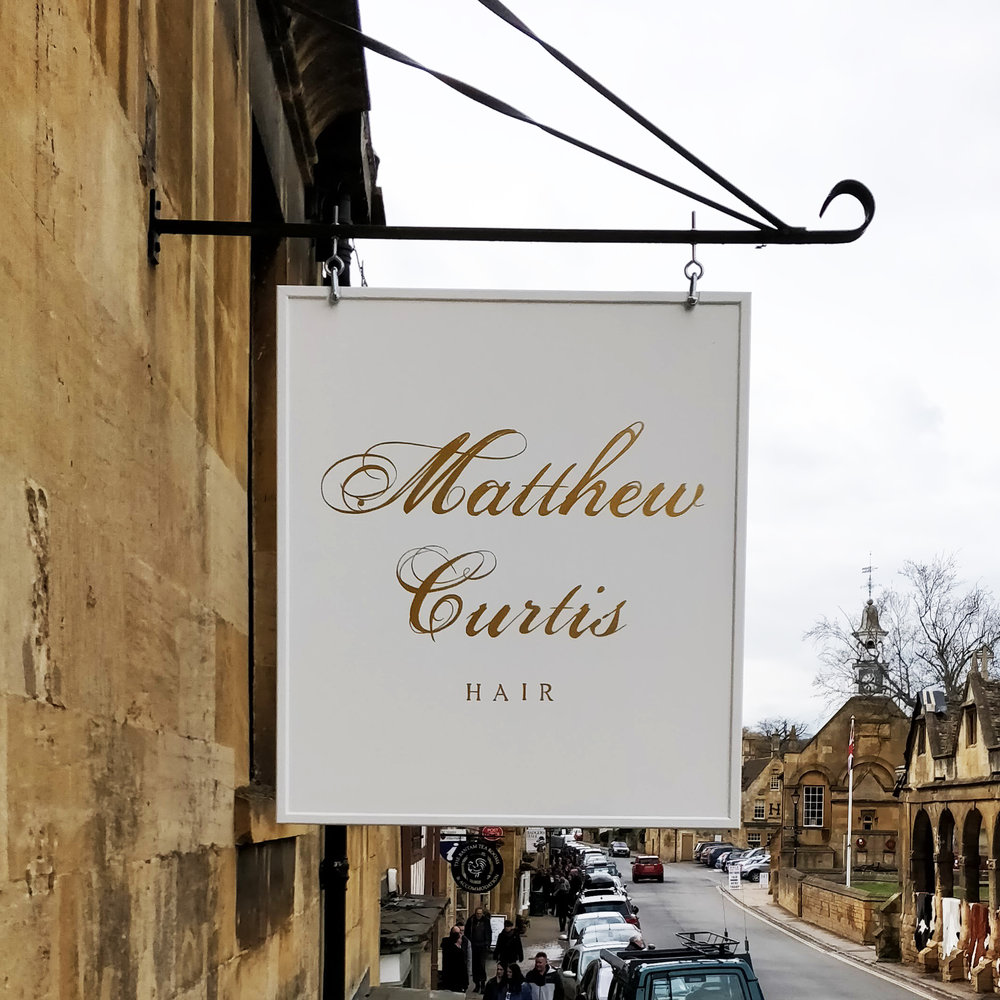 cheltenham- signwriter- signpainter_evesham_cotswolds_sign-handpainted-woodenpins-goldleaf-glos-hangingsign