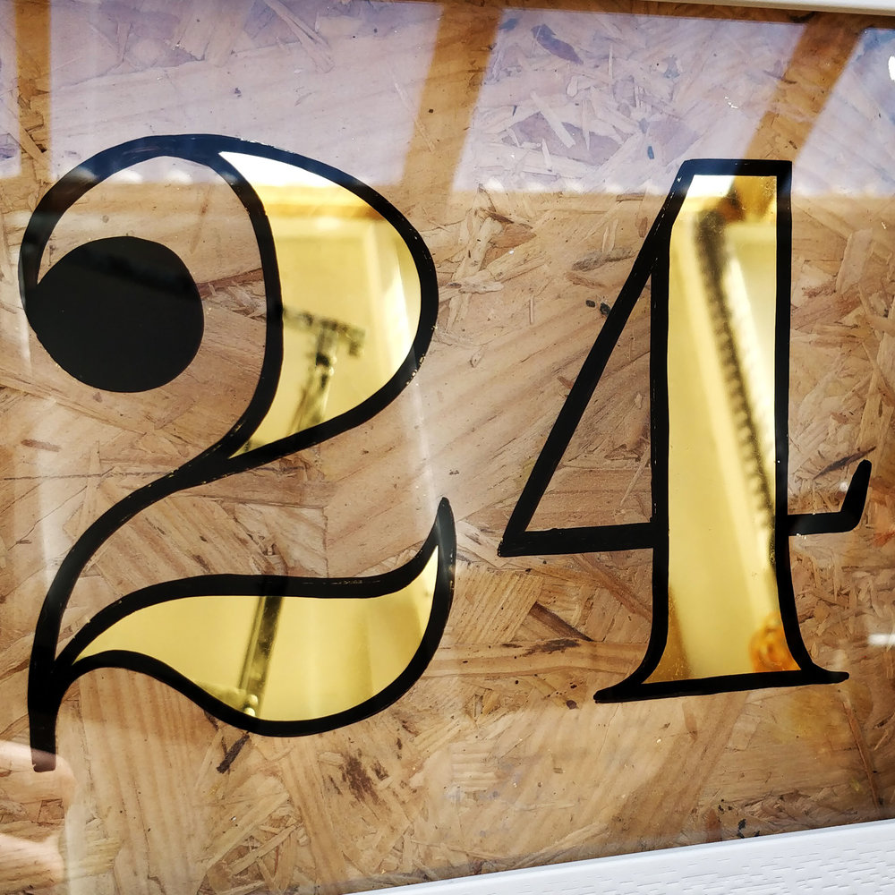 cheltenham- signwriter- signpainter_evesham_cotswolds_sign-handpainted-woodenpins-goldleaf-glos-gilding