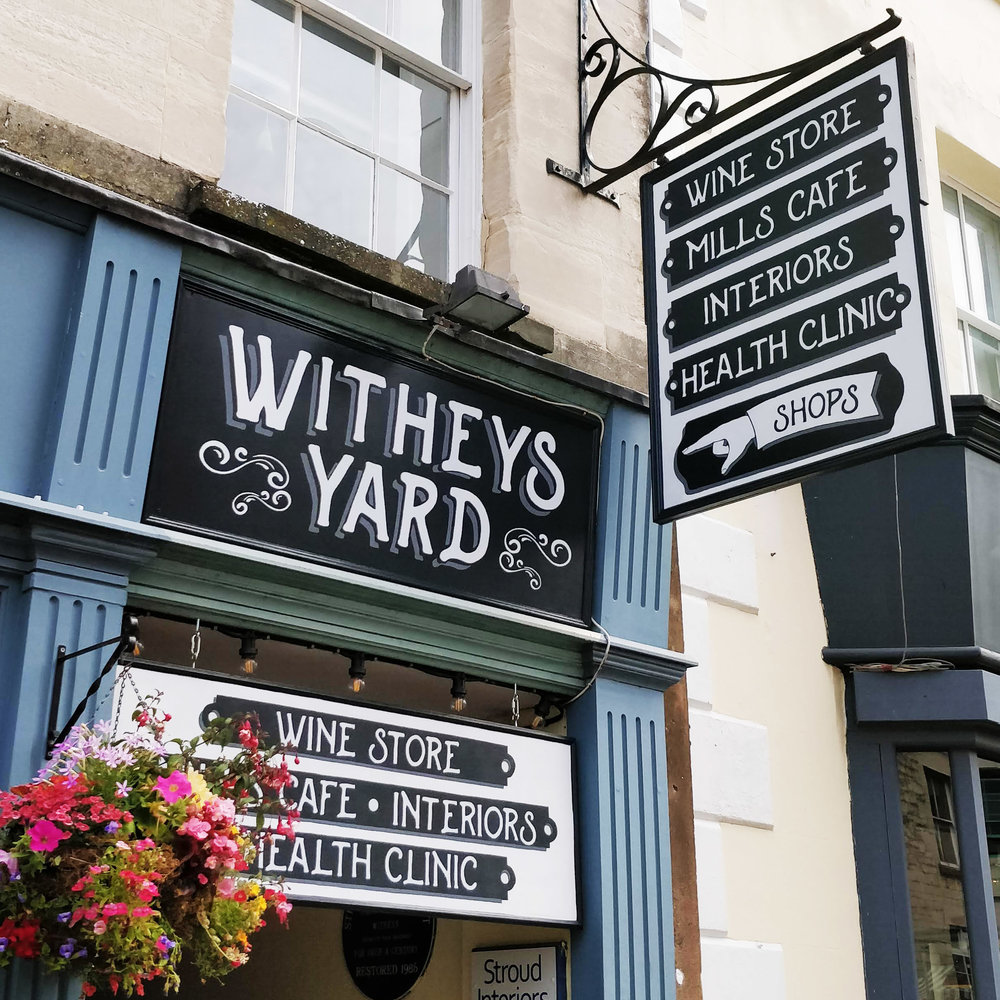 cheltenham- signwriter- signpainter_evesham_cotswolds_sign-handpainted-woodenpins-goldleaf-glos-stroud-witheysyard