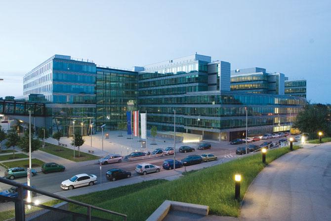 office-campus-gasometer-vienna-austria.jpg