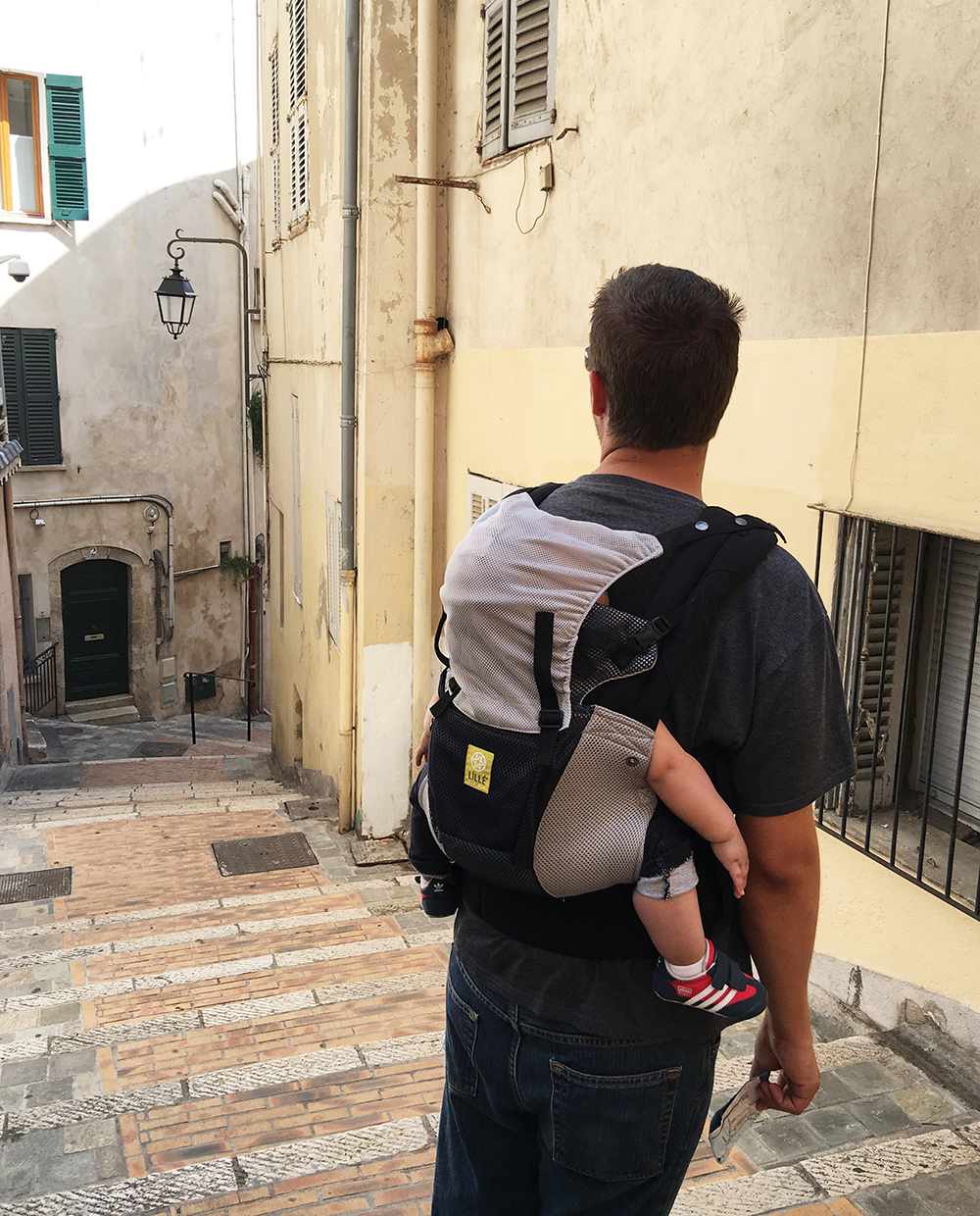 Babywearing-travel-europe
