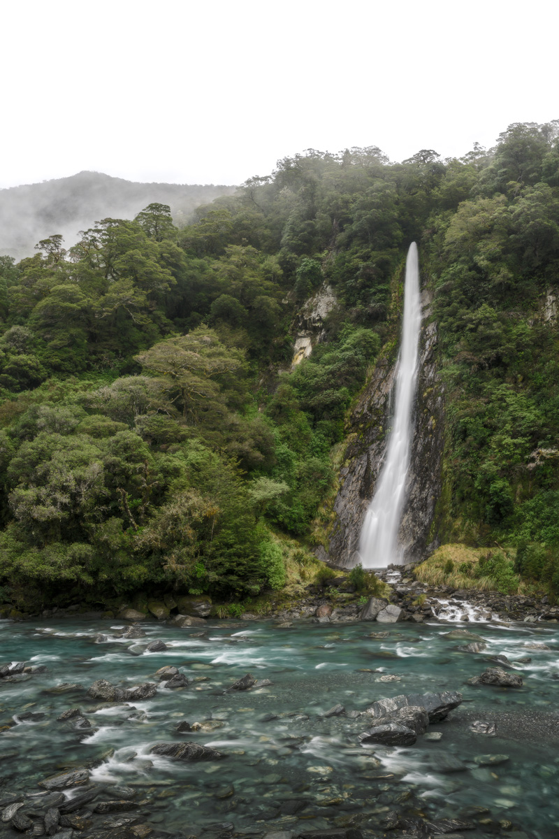 Thunder-Creek-Falls-New-Zealand-Haast-Pass.jpg