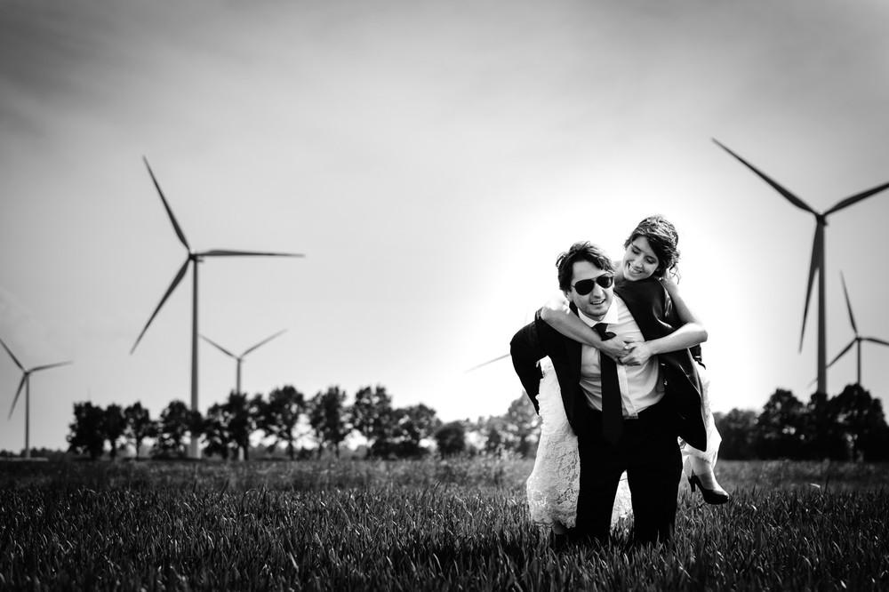 Sesja plenerowa na farmie wiatraków