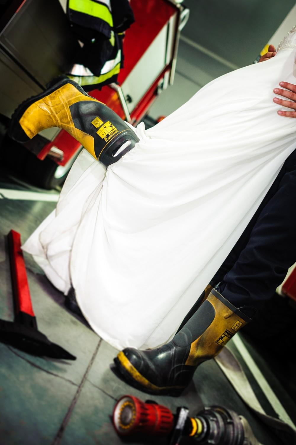 Plener ślubny w remizie strażackiej W Toruniu