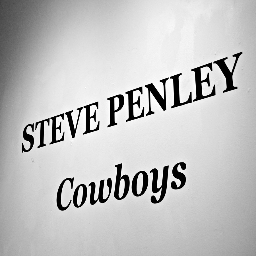 penley09sign_cowboys9979s.jpg