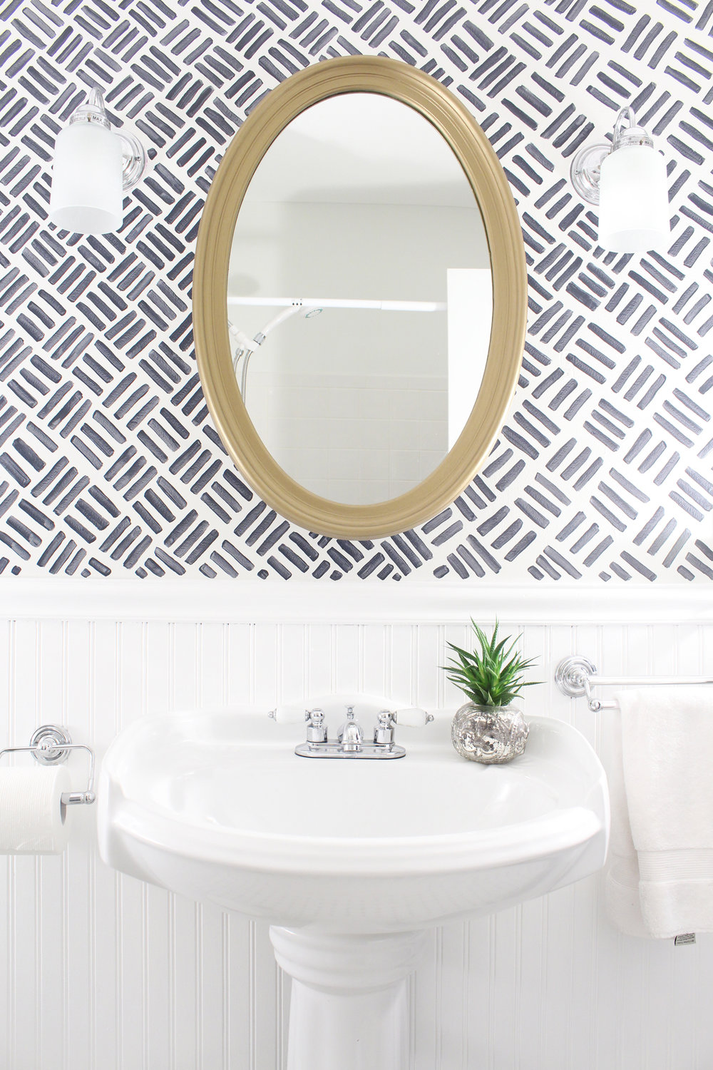 Budget-Small-Bathroom-Makeover-After-1.jpg