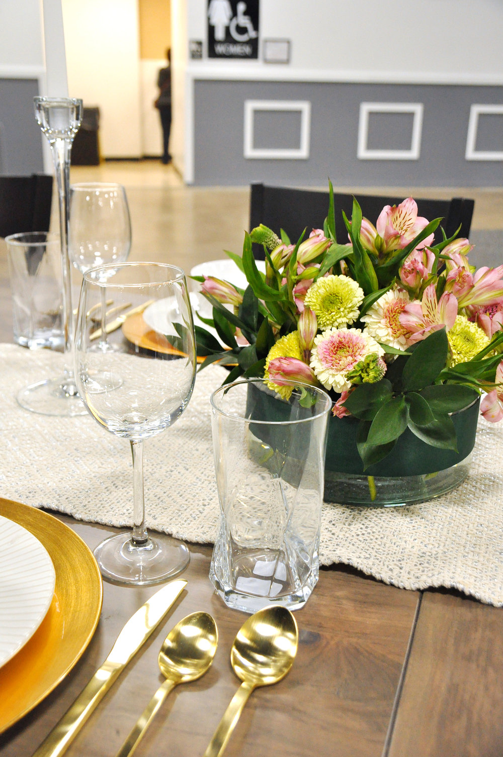 Home-Show-Feminine-Sophisticated-Elegant-Tablescape-Table-Setting-19.jpg
