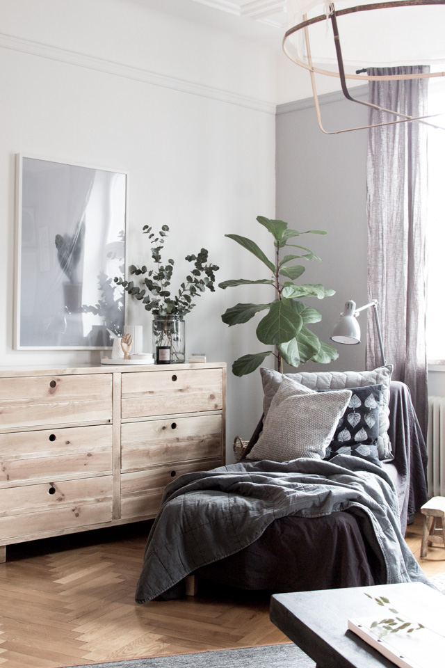 scandinavian-bedroom-gray-light-wood.jpg