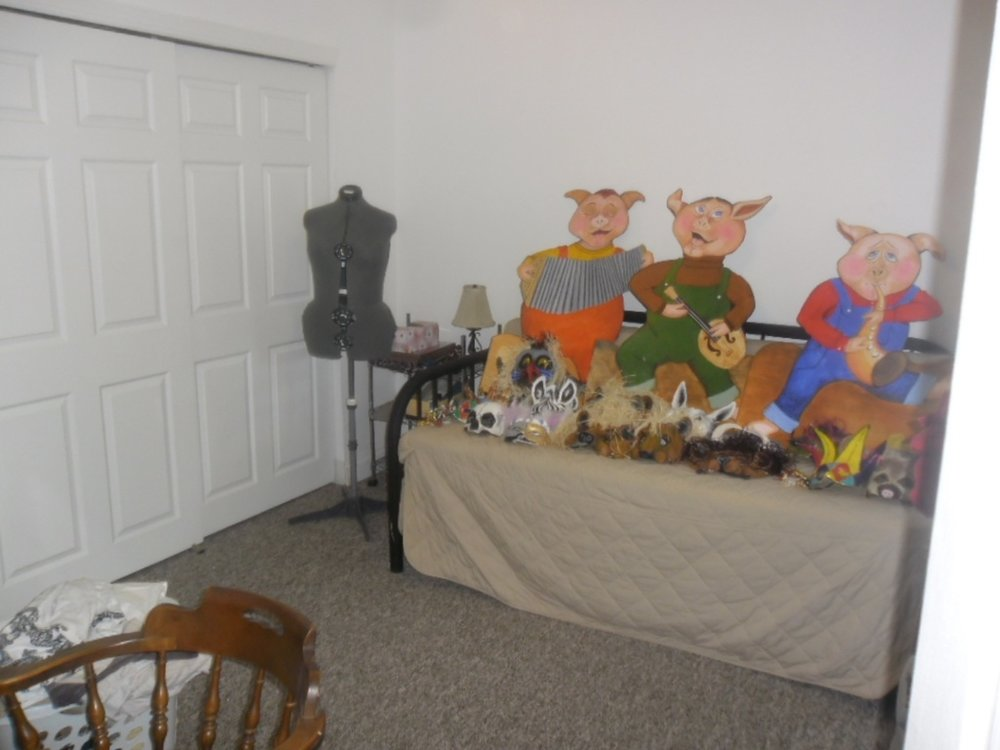 Middle Bedroom.jpg