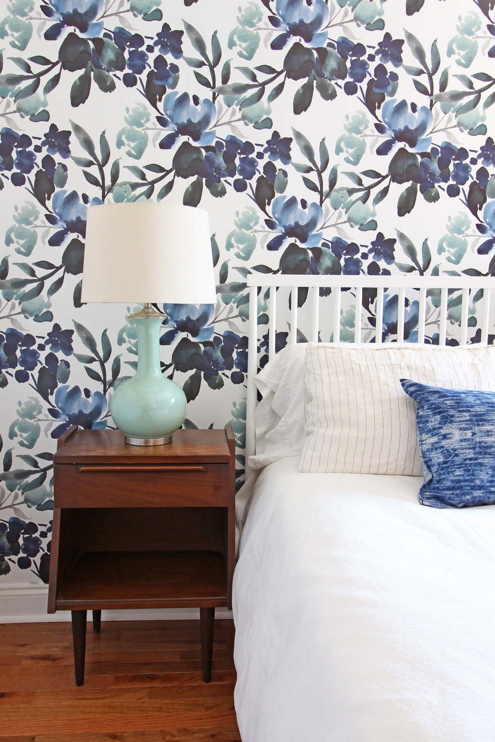 How do you choose the right side table and table lamp combination? Head to this post! I've got six no-fail combinations for you to try in your home and a lot of tips on how to choose well! // A modern farmhouse eclectic guest bedroom in progress with blue-green floral wallpaper and mid-century nightstands.