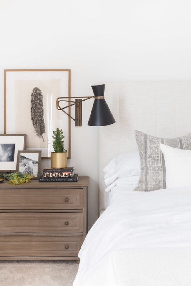 Inspiration for a modern farmhouse bedroom with a touch of boho. If you're looking for ideas on how to decorate in the modern farmhouse style, I've got you covered!