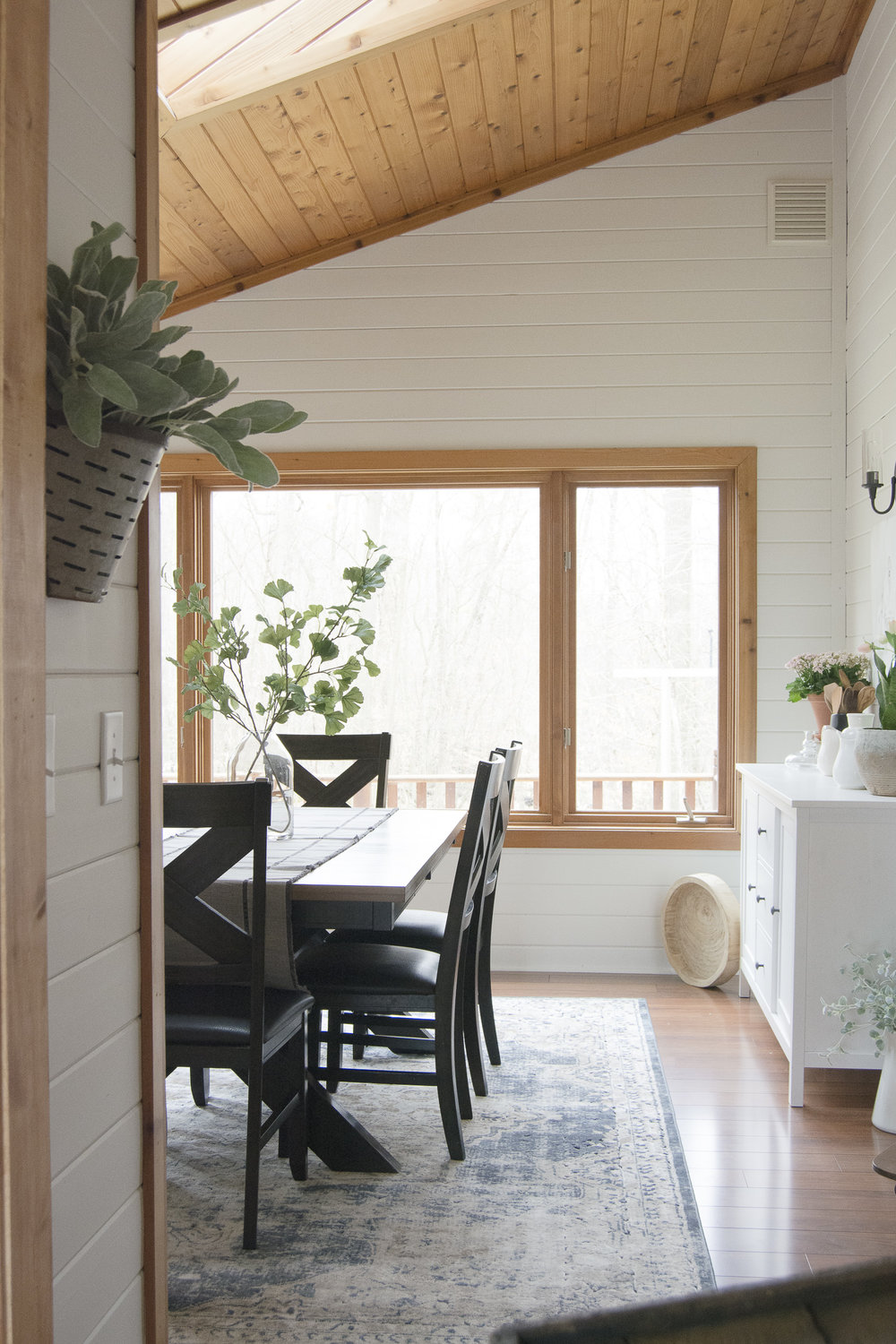 Working with wood trim can be a challenge, but this farmhouse dining room proves that it can be done well! They kept things bright and airy with white walls and some light colored furniture and decor.