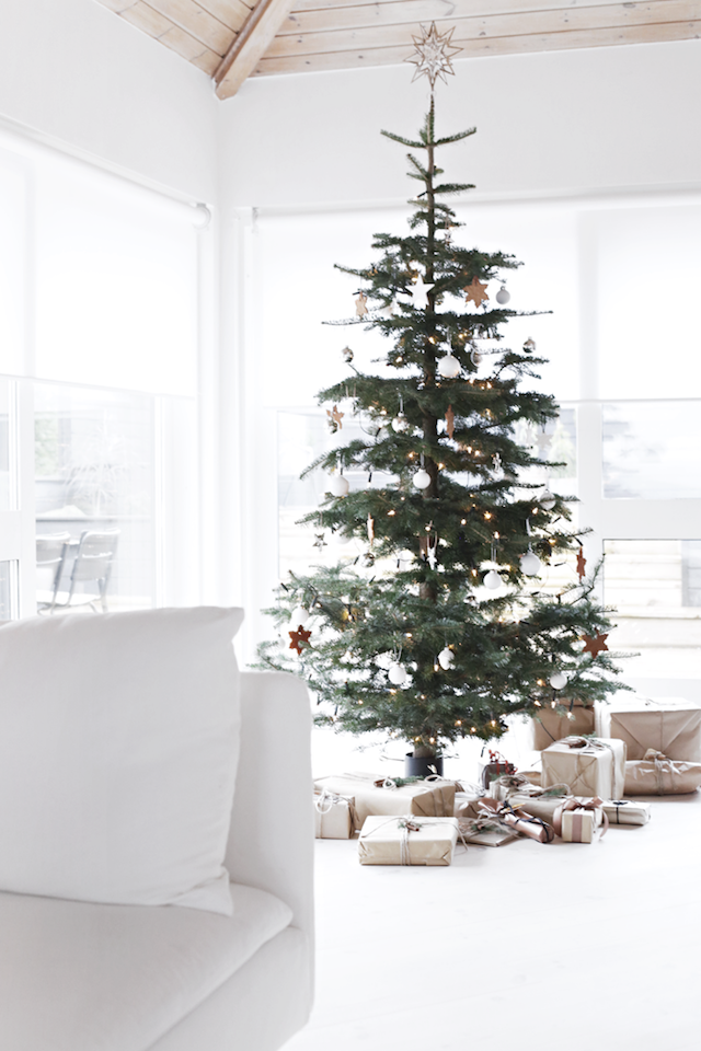 A sparse and simple Scandinavian-inspired Christmas tree from Stylizmo. Love the way the branches are spaced out and have plenty of room for ornaments!