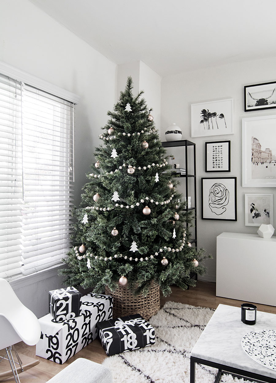 This modern, minimalist Christmas tree is beautiful in its simplicity. Love that it's in a basket for a base as well!