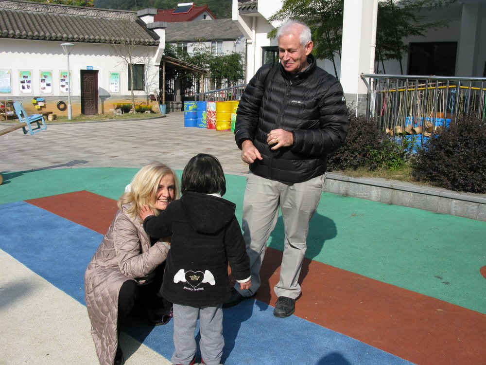 Professor Carla Rinaldi of Reggio Emilia and Dr. Jack Shonkoff of Harvard University at Shuangyi Kindergarten