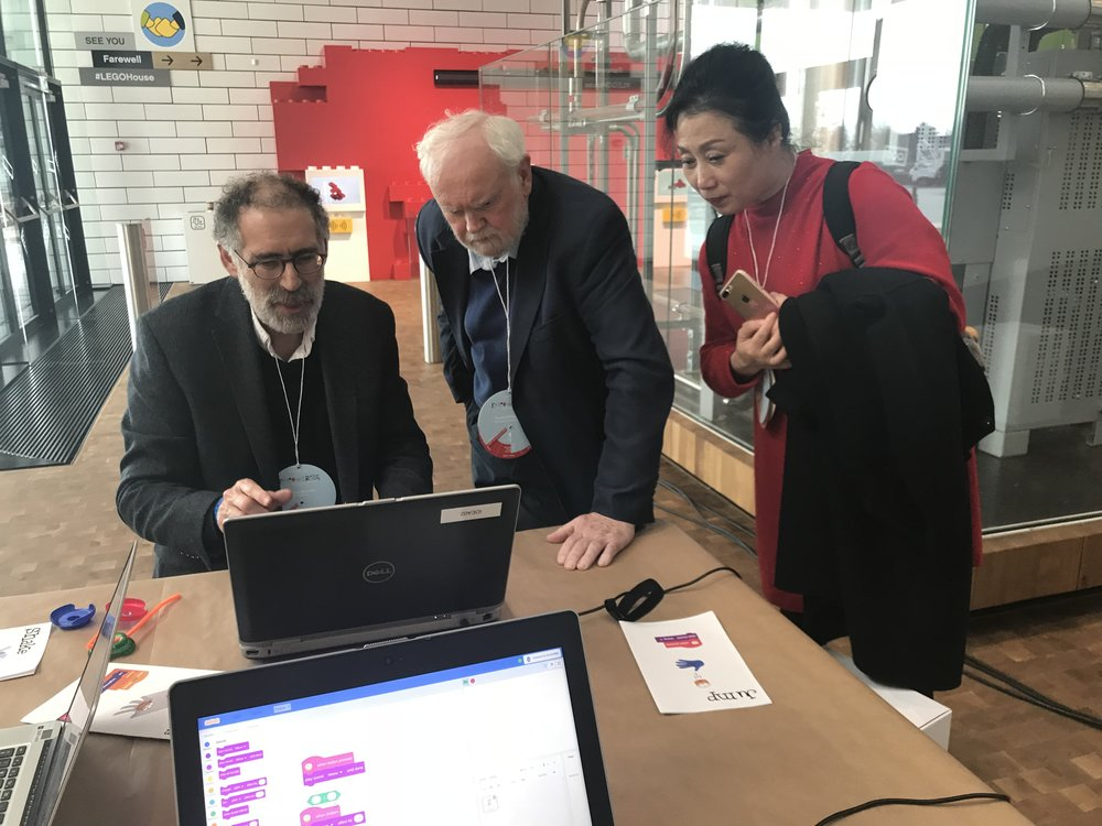 Ms. Cheng and Dr. David Whitebread (Cambridge University) learning about Scratch, from Scratch inventor and director of the Lifelong Kindergarten Group at MIT Media Lab Dr, Mitchel Resnick. (LEGO Idea Conference 2018).