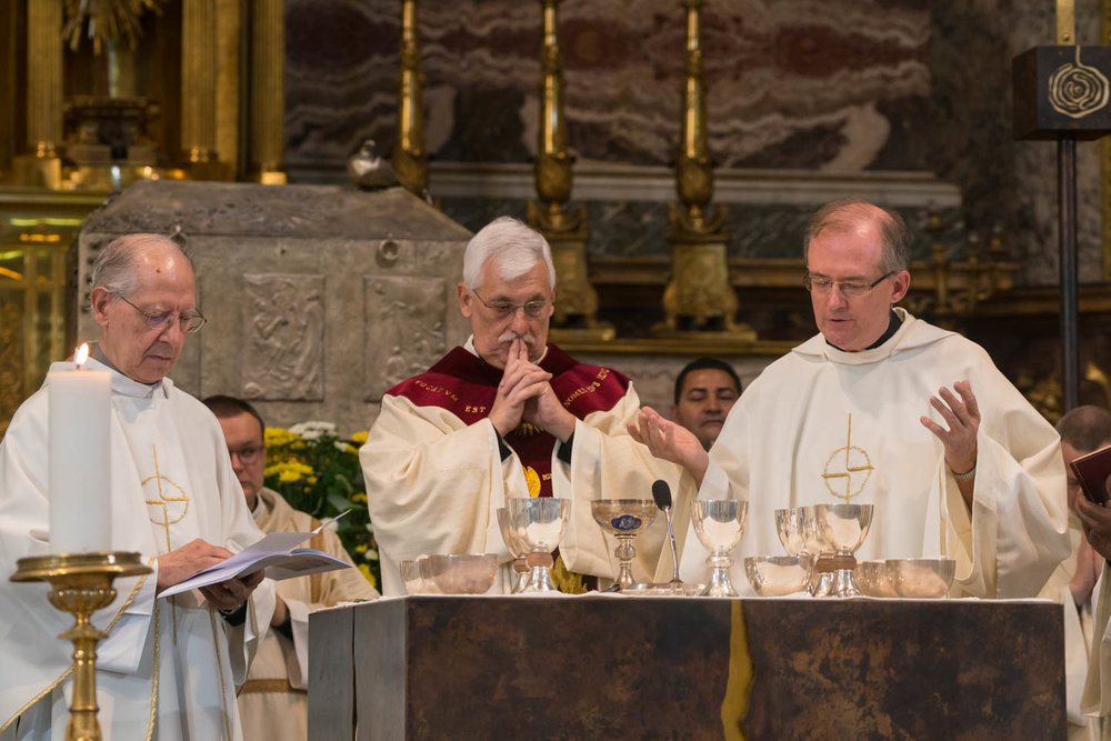 During his first mass as Superior General at the Gesu, newly elected Fr. Arturo Sosa, SJ, celebrates with Fr. Jim Grummer, SJ, vicar of the GC36 at his left, and Fr. Adolfo Nicolas, SJ, former Superior General, on his right.