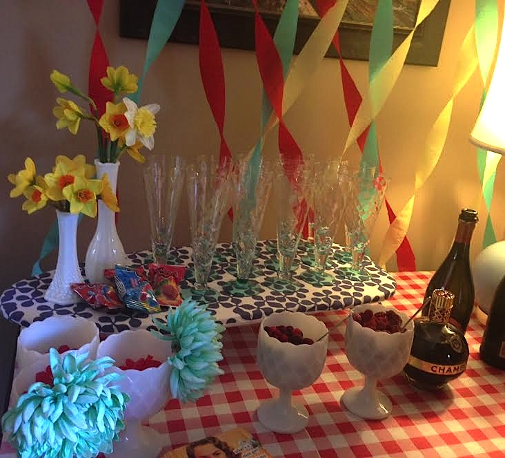 tips and tricks for at home entertaining, drink stations for home entertaining, how to display drinks at parties