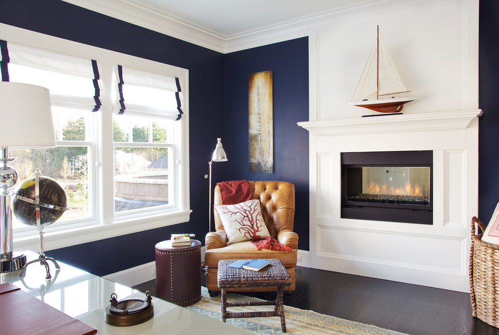 offsetting-bold-paint-colors-with-neutral-home-decor-and-wainscoting