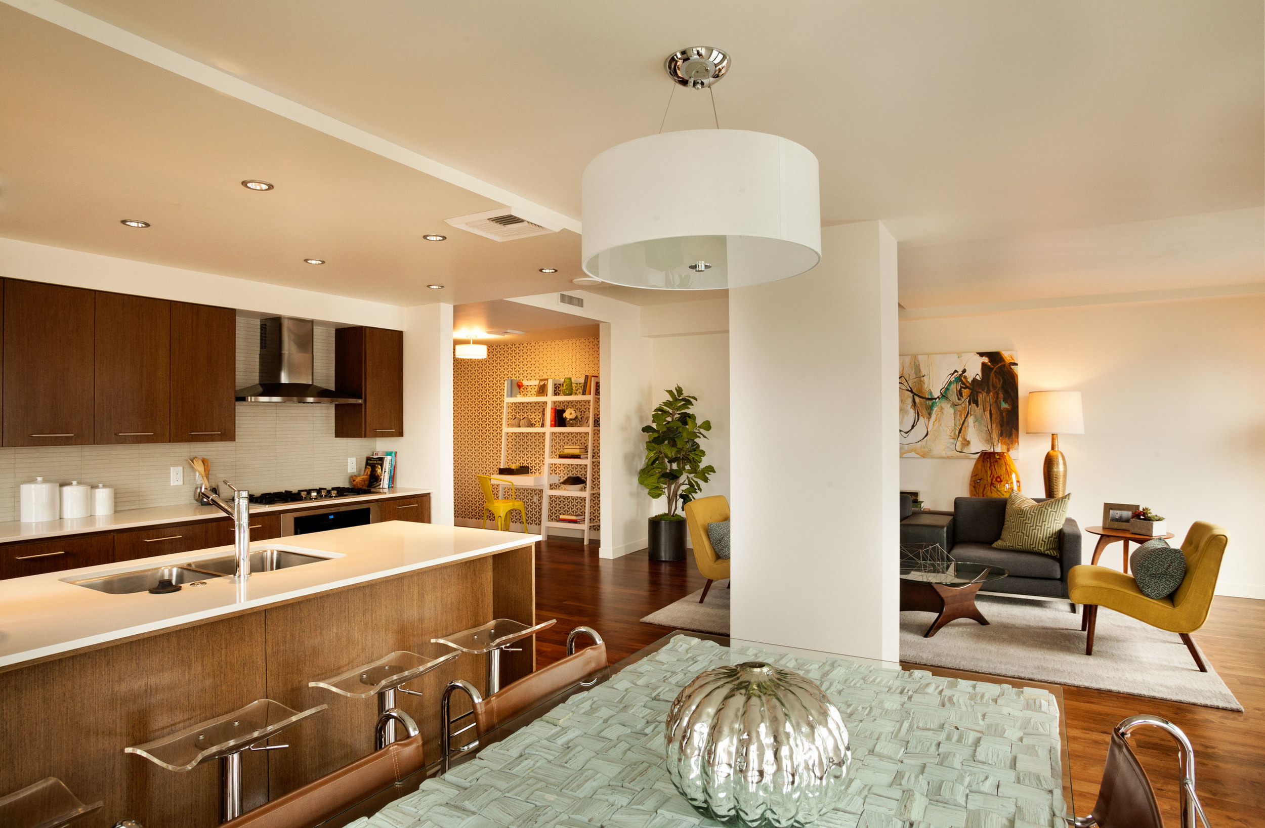 what is the definition of mid century modern interior design