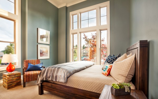 blue guest bedroom, relaxing and calming bedroom colors, using blue to enhance your mood