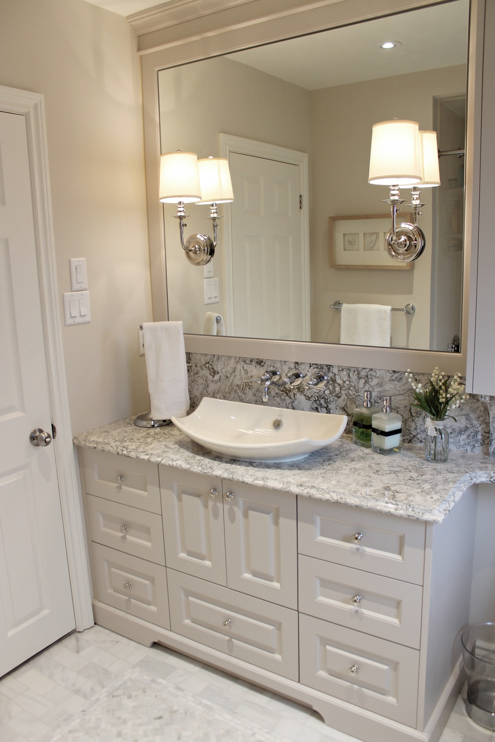 Main Vanity with the LARGE mirror and crown moulding
