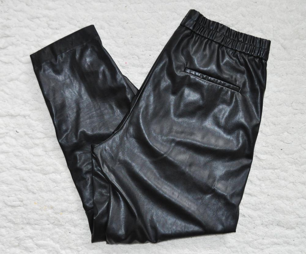 track pants pic 1.jpg