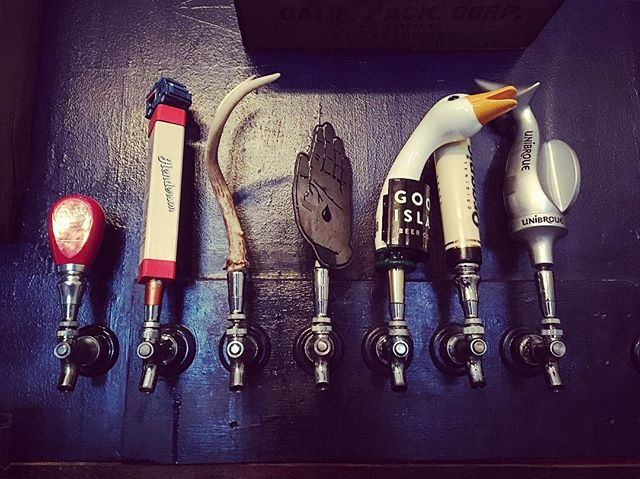 Got the goose and the tail hugging it out with their boy Organic.  All our taps play nice together. Pouring this weekend - @oasthousebrewers Black Sow'r @hendersonbrewing Food Truck  @junctioncraft Caribru (supporting local charities) @bloodbrothersbrewing Frères Public @gooseisland IPA @millstreetbrew Organic @unibroue Éphémère - #craftbeer #notyourtypicalsportsbar #barhomestand #friyay #tgif