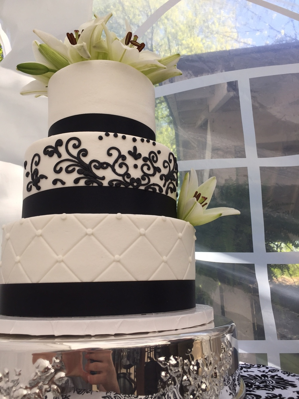 black detail wedding.JPG
