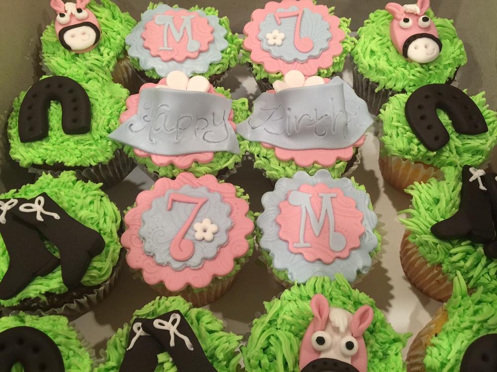 horse themed cupcakes.JPG