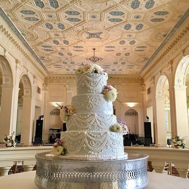 Beautifully piped cake by Grace! #biltmoreballrooms #weddingcakes #cakesatlanta #cakesmarietta #weddingcakesatlanta #confectionperfection