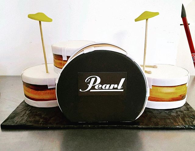 Anything can be a Groom's cake! #drumcake #pearldrum #pearldrumcake #cakesatlanta #cakesmarietta #amazingweddingcakes #groom #groomscake #confectionperfectioncakes