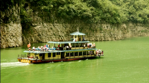 Sailing up the Three Gorges