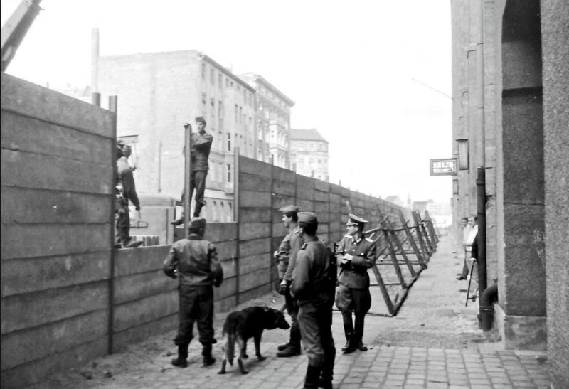 Berlin Wall  building the wall.jpg