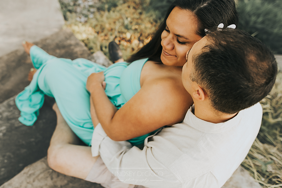 candid maternity picture ideas