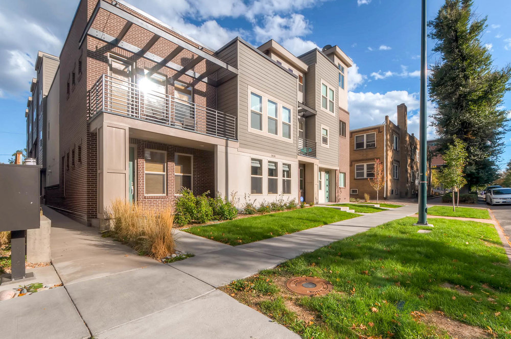 Single Row of townhomes makes for very open feel. Not hemmed in on the sides like most rows.
