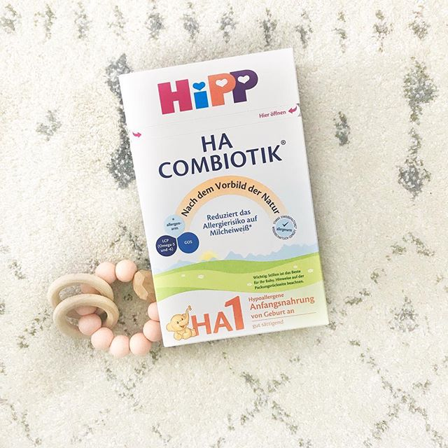 Introducing HIPP HYPOALLERGENIC (HA) COMBIOTIC INFANT MILK FORMULA STAGE 1– another amazing EU organic formula 🍼  This formula is tailored to babies with an allergy or sensitivity to cow's milk and soy. The milk proteins of this formula are divided into small fragments (hydrolysed) in order to reduce the allergenic properties, so your infant can tolerate them better. HiPP HA is specially formulated using only the finest organic milk and contains Omega 3 & 6 LCPs (DHA & AA) and PREBIOTIK® oligosaccharides (GOS), as well as all the important vitamins, minerals and other nutrients that babies need to grow strong and healthy. ▫️From birth onwards ▫️500g / 17.63oz ▫️Approx. 130oz of mixed formula ▫️With starch ▫️No added Soy, Wheat, Peanut ▫️Low levels of allergens and similar to breast milk ▫️No GMO's ▫️Vitamin A and C for a healthy immune system ▫️No pesticides, no chemical fertilizer ▫️Omega 3 and 6 fatty acids for brain development
