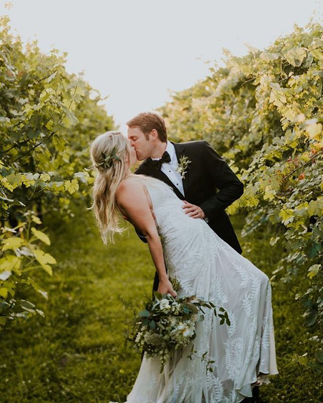Two lovers lost in the vines 😍⠀ ⠀ #boho #bohowedding #debargevineyards #vineyardwedding #wine