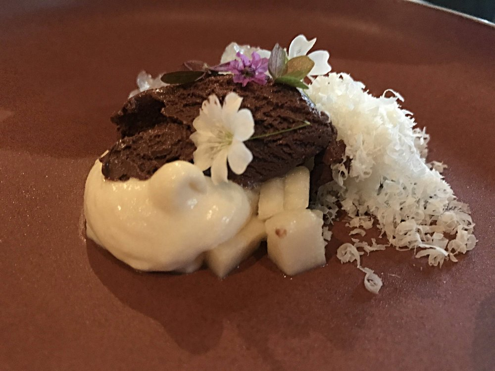 Amazonian White - Cacao, chirimoya, bahuaja nut, taperiba400 MetersA little chocolate ice cream Central style sounds good to us! The white shaved part is bahuaja nut, and the white ice cream is made from Chirimoya & taperiba, which are Andean Fruits.