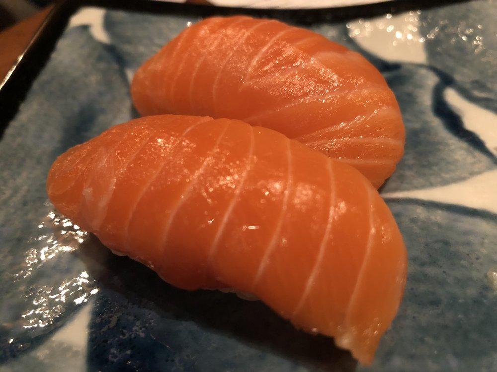 salmon nigiri -