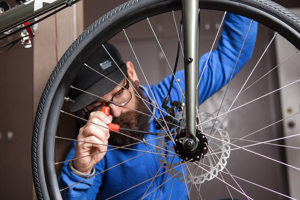 090215_BikeMechanic_1800x1200_header.jpg