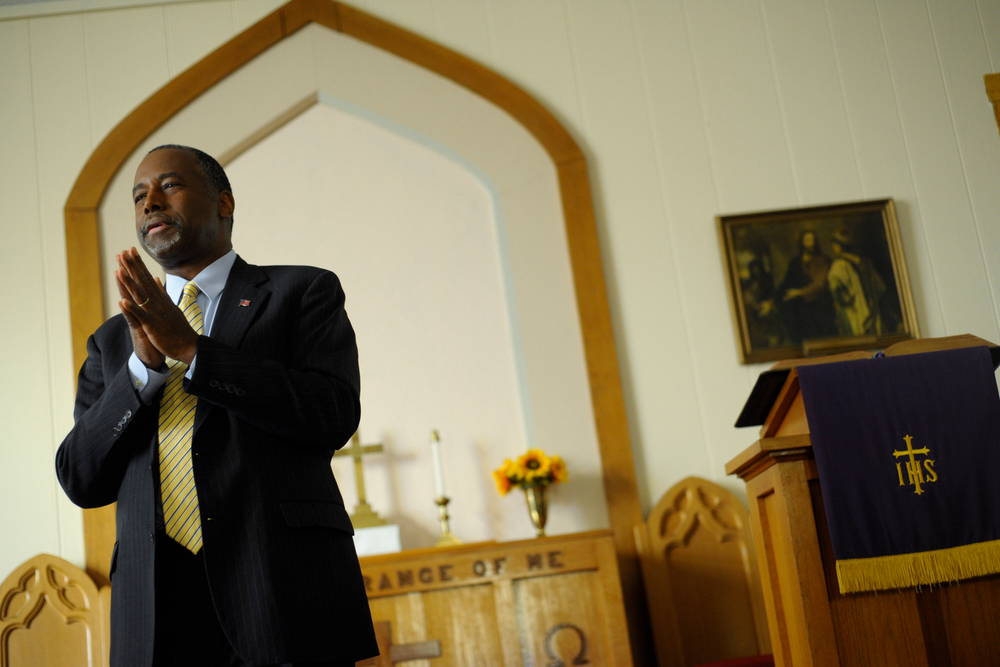 U.S. Republican presidential candidate Ben Carson speaks at South Bethel Church in Tipton, Iowa November 22, 2015. REUTERS/Mark Kauzlarich